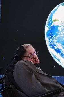 Stephen Hawking: Mens moet binnen 100 jaar aarde verlaten