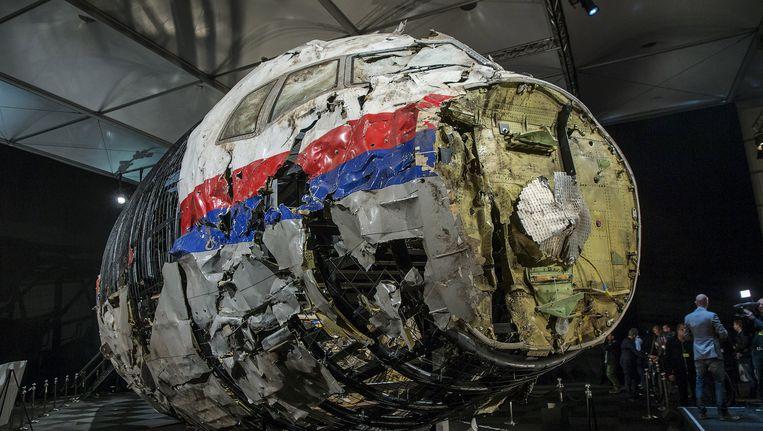 In oktober werden de resultaten van het Nederlandse MH17-onderzoeksrapport bekendgemaakt. In een loods in de gemeente Gilze Rijen werd met brokstukken de cockpit van het gecrashte toestel gereconstrueerd. Beeld REUTERS