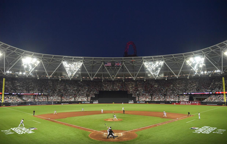 Het Olympisch Stadion van Londen is omgetoverd tot honkbalarena.  Beeld Getty Images