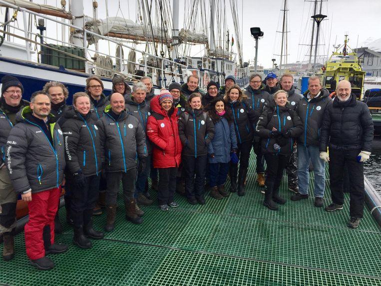 Vertegenwoordigers van de top van het Nederlandse bedrijfsleven op klimaatexcursie naar de Noordpool. Beeld NOS