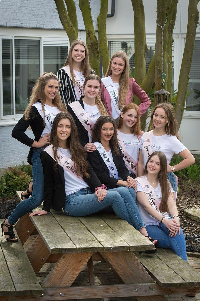 Van links naar rechts: Corrie van Leerzem (25, Roosendaal), Nikki van Laar (18, Waspik), Elles Mollema (15, Willemstad), Roos Frerejean (15, Breda), Janaika Jansen (19, Ossendrecht), Kim Soesbergen (19, Breda), Feline van Hall (15, Oosterhout), Ashley Griffioen (17, Breda) en Anne van den Bulk (14, Rijen). Niet op de foto, maar wel in de race: Esmée Kroon (20, Etten-Leur), Charlotte Schoenmakers (17, Prinsenbeek), Emily Mutsaers (14, Oosterhout) en Fleur Smulers (16, Etten-Leur).