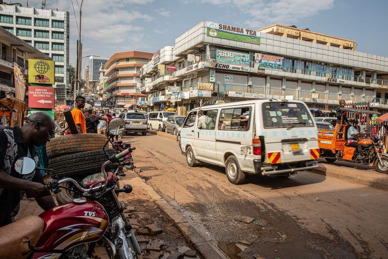 Hotsen, schudden en stoten op de onverharde wegen hoort bij het leven inKampala.  Beeld Getty