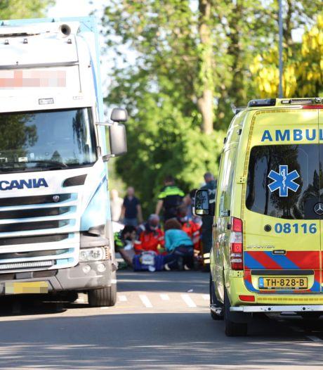 Brommerrijder ernstig gewond na aanrijding met vrachtwagen in Wadenoijen