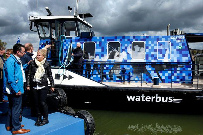 De pontjes in Rotterdam worden vanaf 2022 geëxploiteerd door Watertaxi Rotterdam, niet meer door Waterbus. Net als de watertaxi's varen de veren, zoals hier tussen Feijenoord en Kralingen, buiten de spits op afroep.