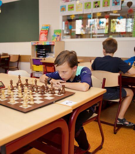 Opperste concentratie bij NK schaken voor jeugd in Best: 'Vooruit denken en trucjes toepassen om je tegenstander te verslaan'