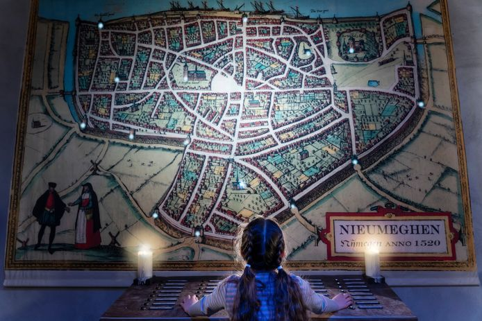 Interactieve stadsplattegrond van het Nijmegen van 1520, onderdeel van de tentoonstelling 'De Kunst van het Verdedigen' in De Bastei.