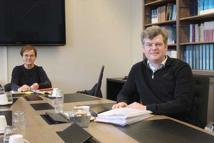 Schepen Marleen Van den Bussche en burgemeester Bart Van Hulle.
