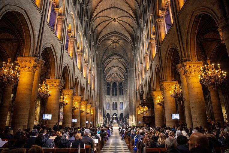 De binnenkant van de kathedraal in betere tijden. Het dak is compleet ingestort. Beeld Photo News