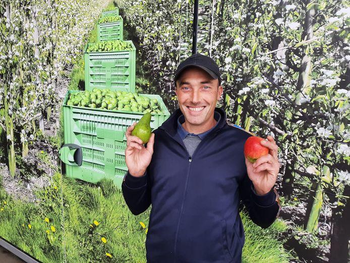 Fruitteler Jan van Maaswaal teelt in zijn bedrijf voor de helft peren en de helft appels