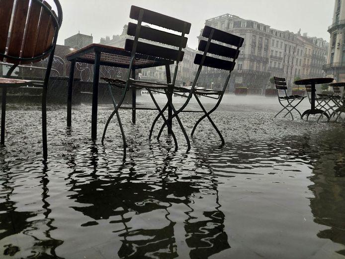 Onweer trekt over Brussel (Beurs)