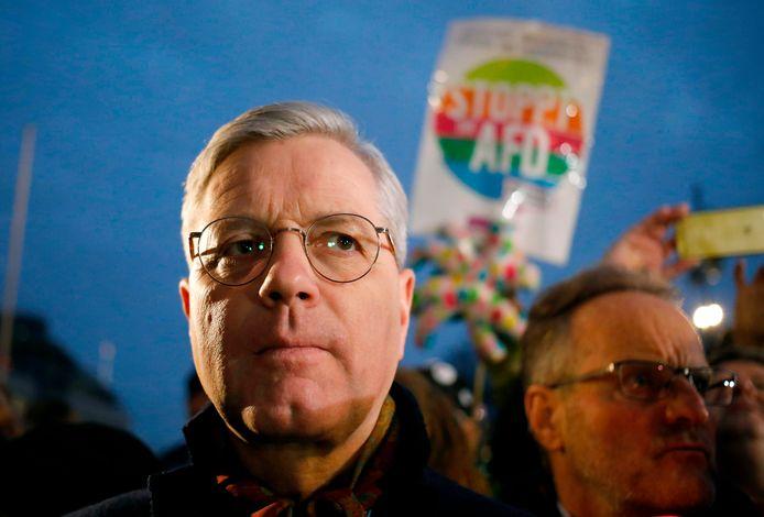 Norbert Röttgen tijdens een solidariteitsbetoging voor de slachtoffers van de racistische aanslag in Hanau waar een extreemrechtse schutter vorige week. negen mensen met een migratieachtergrond doodschoot.