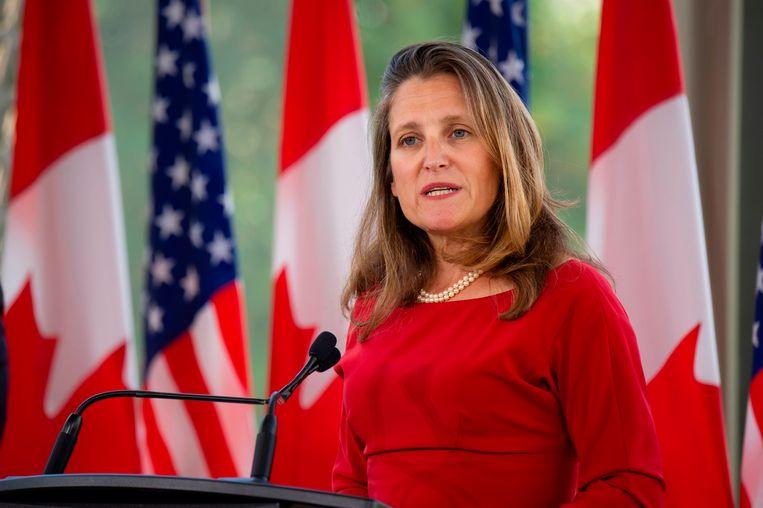 De Canadese minister van Buitenlandse Zaken Chrystia Freeland op een perconferentie met haar Amerikaanse collega Mike Pompeo.