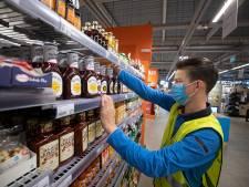 Politie pakt door met mondkapjeboetes in Albert Heijn Zwolle: supermarktpersoneel opgelucht