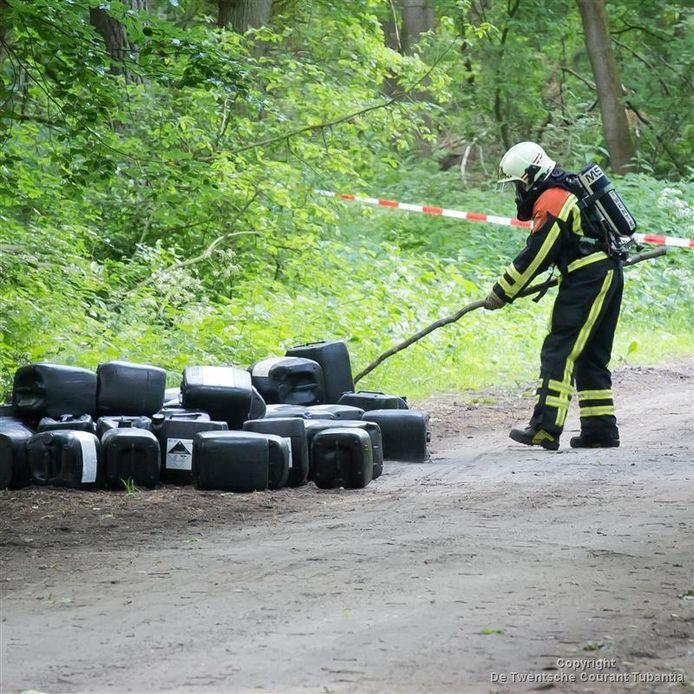 Verdachte vaten met drugsafval in Hellendoorn
