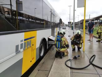 Brandweer moet batterij van bus blussen