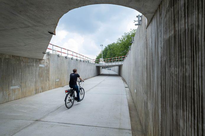 De fietstunnel onder de Jubellaan is in gebruik genomen