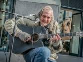 Familie van straatmuzikant Chuck Deely gevonden