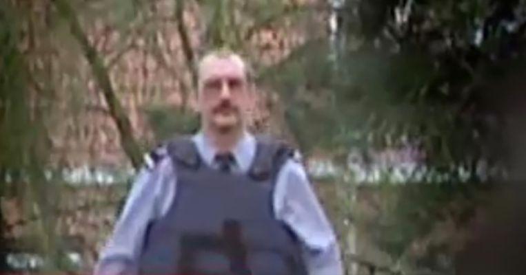 Chris B. tijdens een politieactie in Aalst en Liedekerke in het jaar 2000.