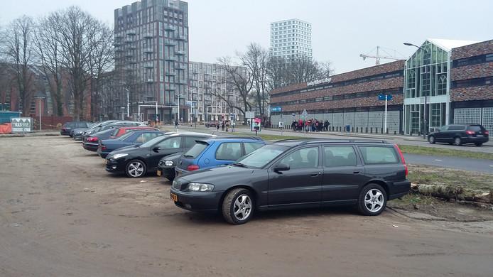 De tijdelijke parkeerplaatsen in Willemspoort, op de plaats waar bewoners permanente bezoekersplaatsen willen.