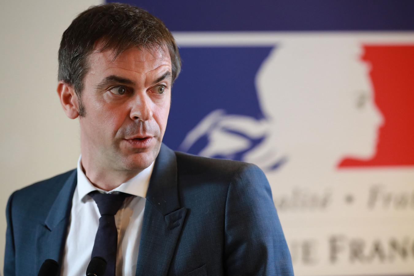 Le ministre Véran, lors d'une conférence de presse, mardi à Paris