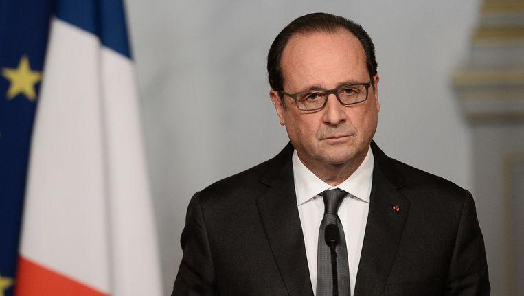 De Franse president Hollande noemde de aanslagen in Parijs dit weekend een 'oorlogsdaad' van IS en zwoer terug te slaan. Beeld afp