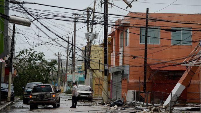 Elektriciteitsdraden zijn naar beneden gekomen in Humacao.