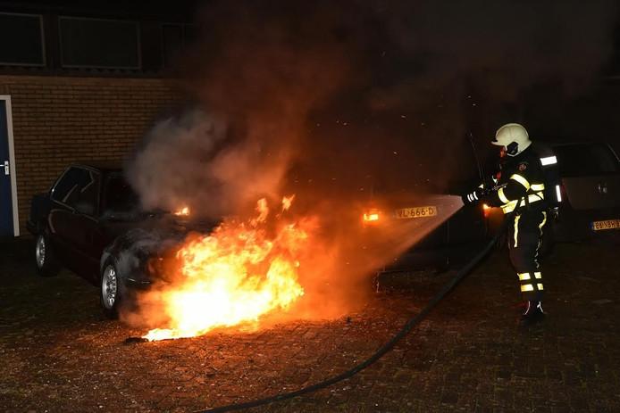 Tweede autobrand in de Van Kinsbergenstraat in 1,5 maand tijd.