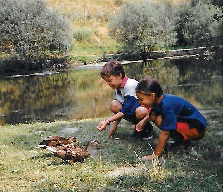'Melissa en haar broer Gregory vonden het leuk om de eendjes brood te geven. Een klein jaar later werd mijn dochter ontvoerd.' Beeld RV