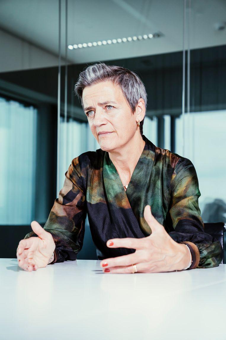 Margrethe Vestager: 'Mensen mogen niet het gevoel hebben dat ze als tamme eenden moeten neerzitten en slechts kunnen toekijken hoe hun energierekening maar blijft stijgen.' Beeld © Stefaan Temmerman
