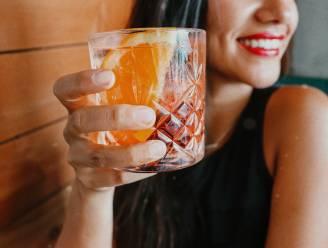 Vermout is de nieuwe gin tonic. Barman Philip maakt er een verrassende NINA-cocktail mee