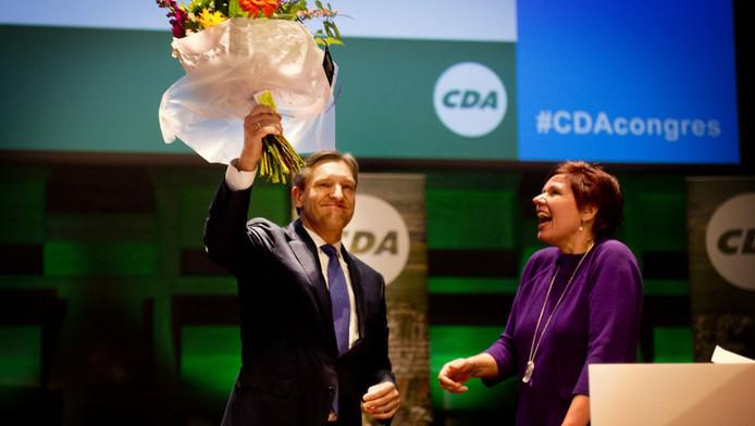 Fractievoorzitter Sybrand Haersma van Buma en partijvoorzitter Ruth Peetoom begroeten het publiek tijdens het CDA congres in Rotterdam, in oktober 2012