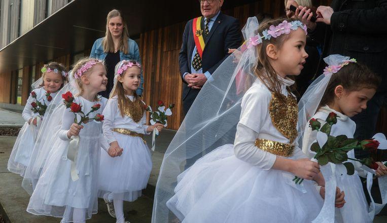 Zwevegem kleuters trouwen met valentijn