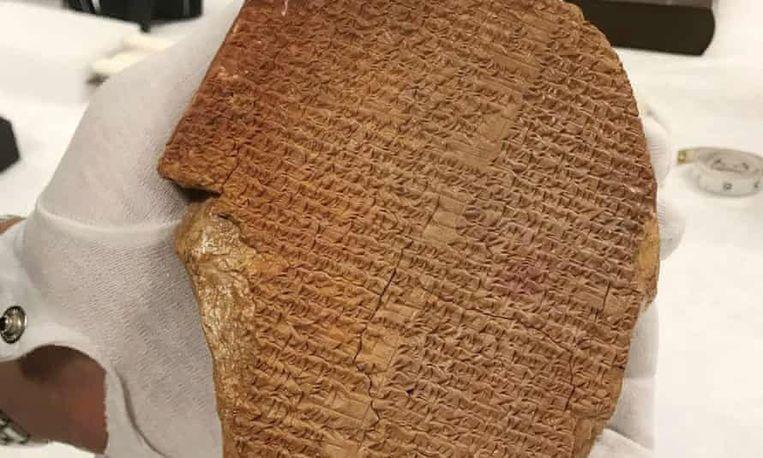 Het kleitablet vertelt een deel van de epos van Gilgamesj, het oudste literaire werk ter wereld.  Beeld US Immigration and Customs Enforcement