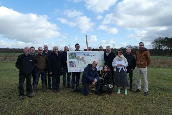 De groep die betrokken is bij de nieuwe plannen voor duurzame landbouw in de Margriet op Haarense pachtgronden.