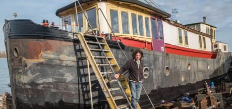 Nijmegen kan thuisloze woonbootman niet aan een ligplaats helpen: 'Wat moeten we nu?'