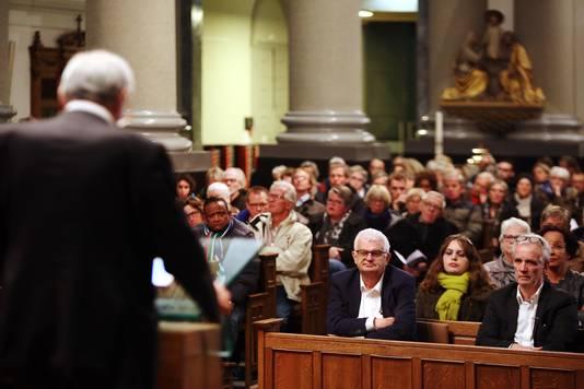 Job Cohen was een van de sprekers tijdens de Kristallnachtherdenking in de Antoniuskathedraal.