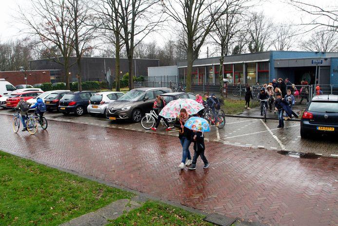 Basisschool het Kompas aan de Van Genkstraat gaat tegen de vlakte om plaats te maken voor de woningbouw.
