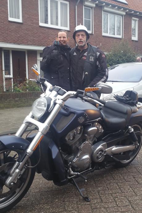 Doodziek, maar nog een keer op een Harley Davidson