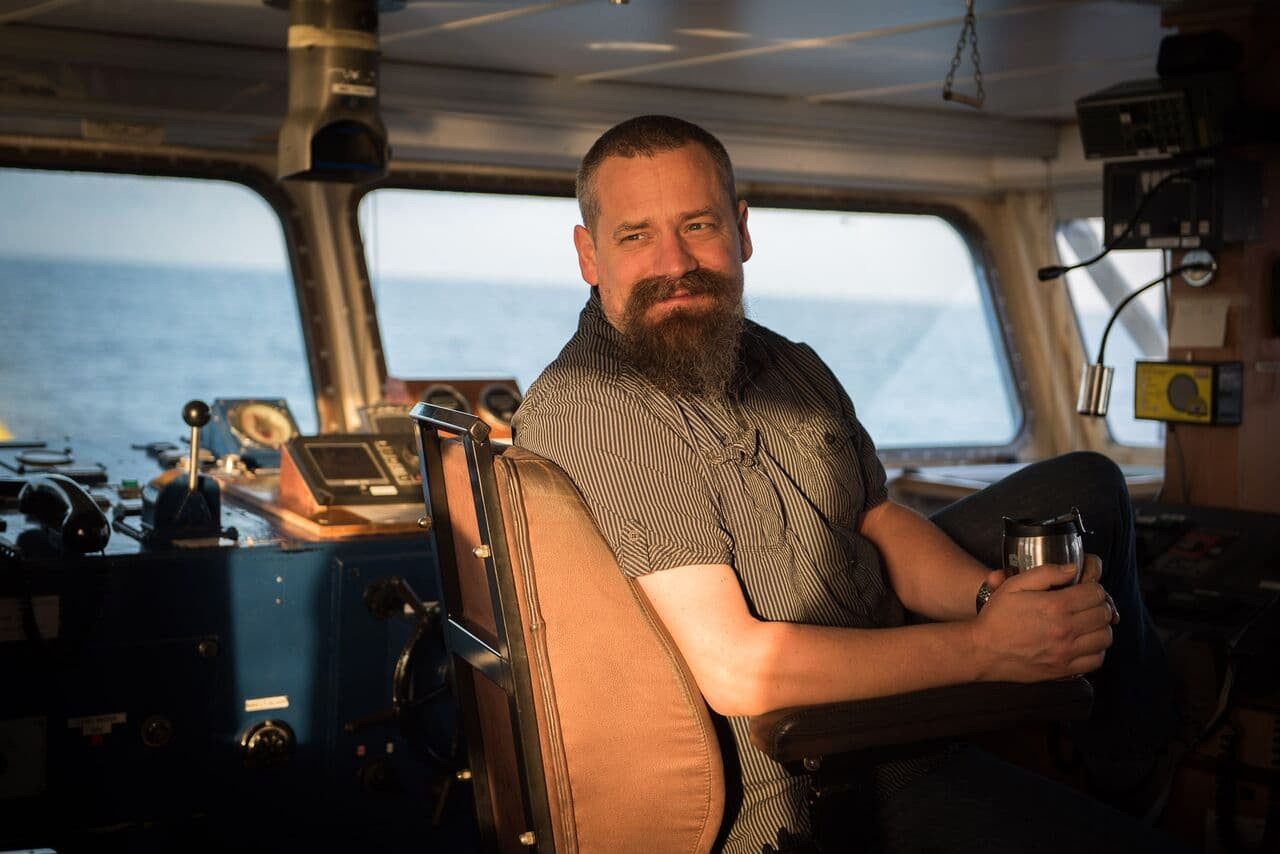 Kapitein Anne Paul Lancel op de Sea-Watch 3. ,,Uiteindelijk hoop ik aan de goede kant van de geschiedenis te staan.''