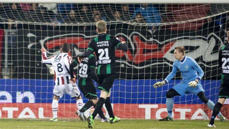 Robbie Haemhouts zet Willem II op 1-0. Beeld anp