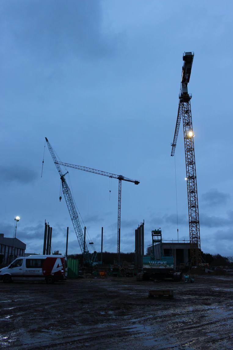 Op het perceel naast Unilin in de Breestraat in Wielsbeke wordt een groene energiecentrale gebouwd. H