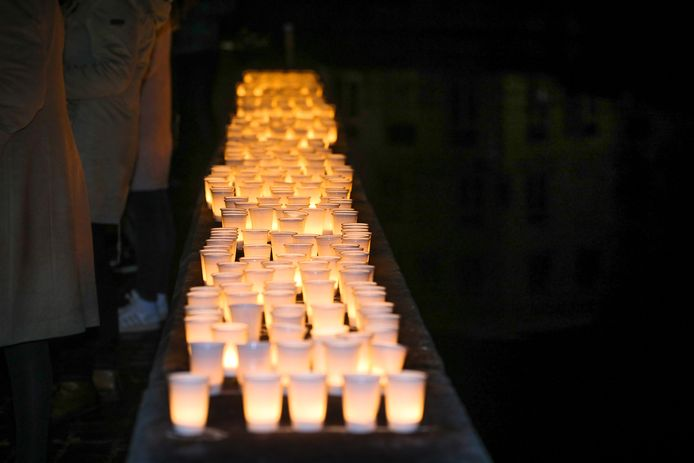 Extra licht, zoals hier aan de Potterierei, is welkom in Brugge.