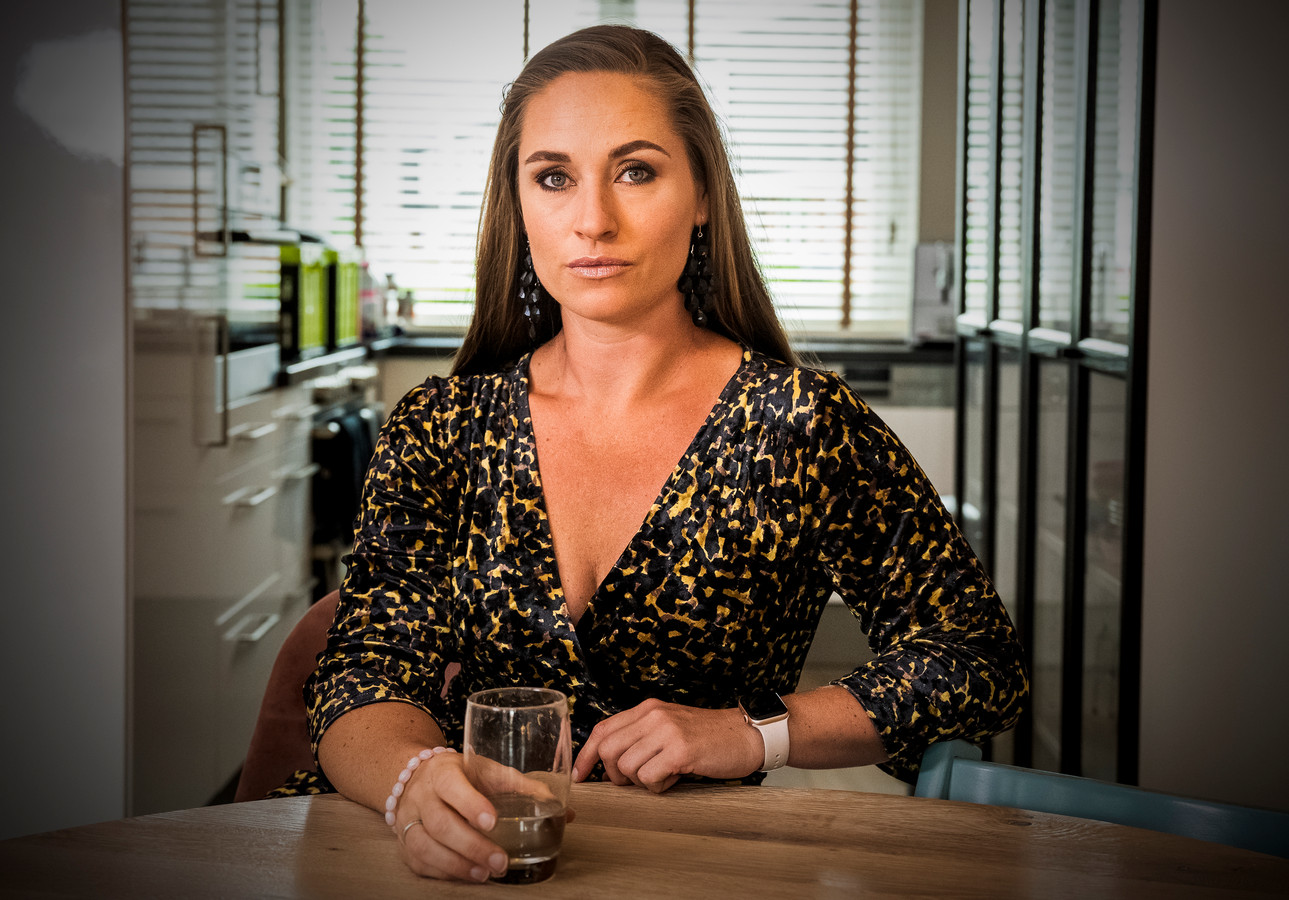 Ex-stewardess Evelyn van den Heuvel strijdt tegen giftige cabinelucht in vliegtuigen: 'Ik wil jonge meiden waarschuwen'