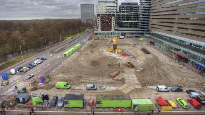 Nog altijd geen bomen, maar bouwhekken op grote, Haagse pleinen: 'De ontwikkelaars besturen de stad'