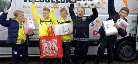 Voedselbank blij verrast met opbrengst inzamelactie pakkettenactie van Nemelaer