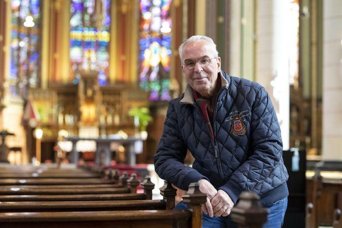 """Ben van den Berg in de Lambertusbasiliek. ,,Ik ben al lang een zoeker. En in de Lambertus heb ik het geloof gevonden. Het echte katholieke geloof. Dit is mijn kerk."""""""