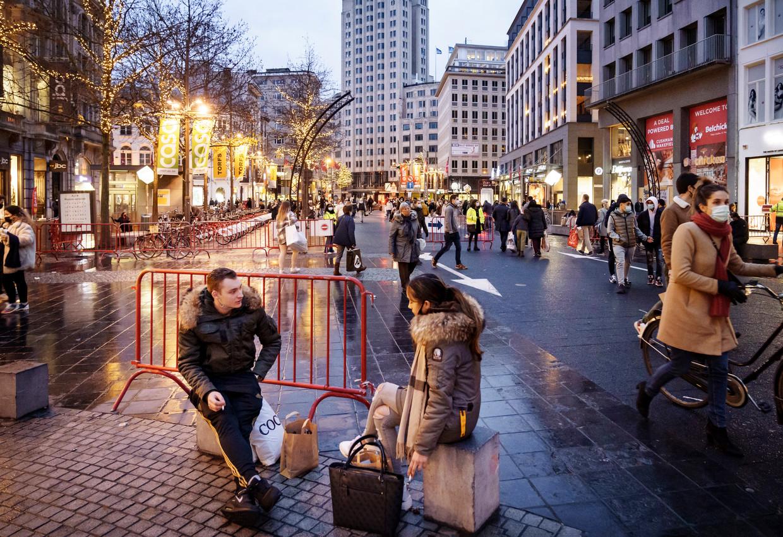 Koopdrukte op de Meir in Antwerpen. Beeld © Eric de Mildt