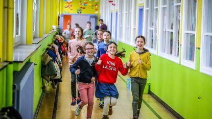 Leerlingen lopen 'urban trail' door school