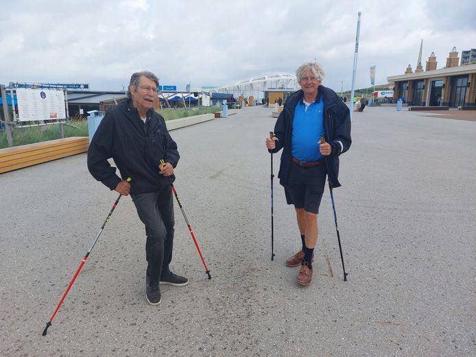 Johan van Vulpen (l.) en Bert Hoogenboom aan de wandel op de noordboulevard.