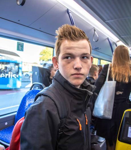 Overvolle bussen naar Deltion Zwolle: Jos (18) moet zeven volle bussen lang wachten